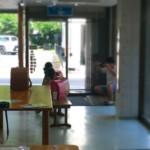 スタッフが3人のお孫さんを撮影している
