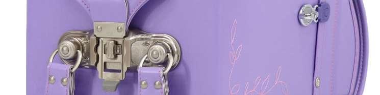 紫のランドセルの部品のアップ