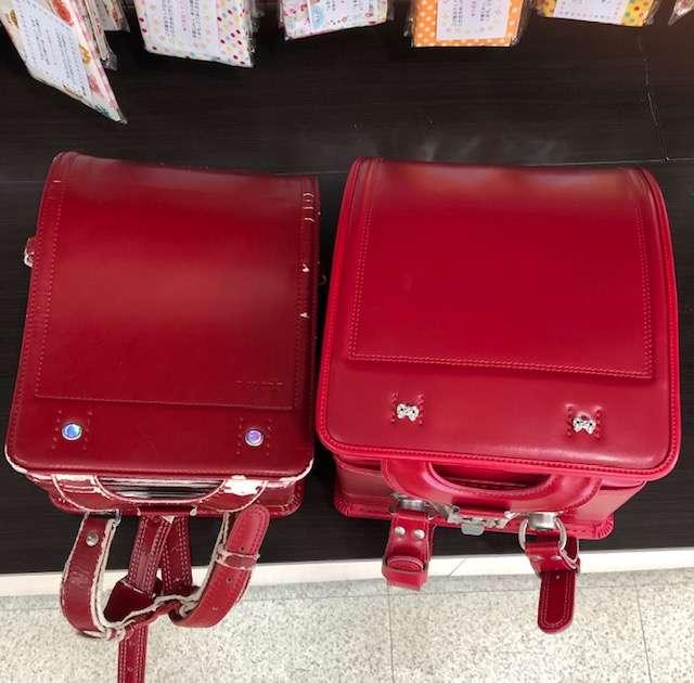 左30年前赤いランドセルカブセ面右現在販売中赤いランドセルカブセ面
