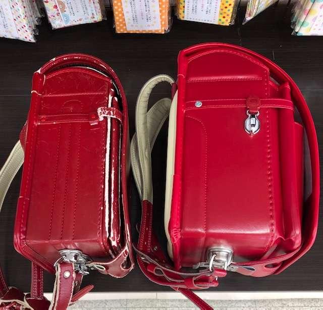 左30年前の赤いランドセル側面右現在販売中赤いランドセル側面