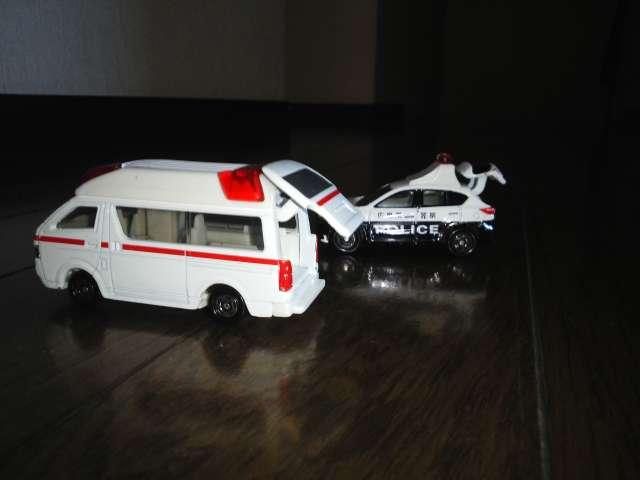 救急車 パトカーのミニカー
